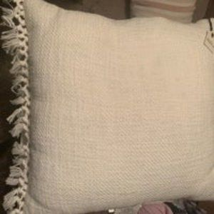 "18"" x 18"" Slub Knotted Fringe Throw Pillow"